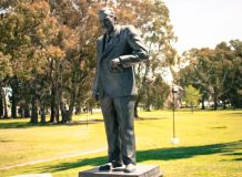 Monumento al Dr. Raúl Alfonsín - Chascomús